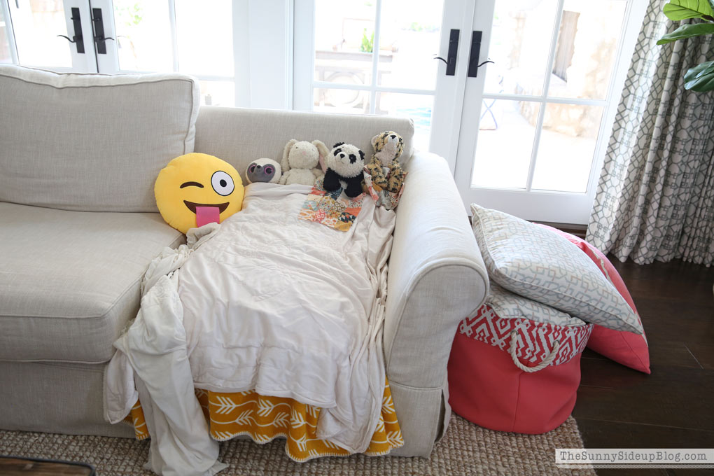 stuffed-animals-on-the-couch
