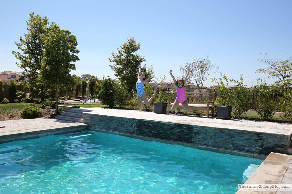 girls-swimming