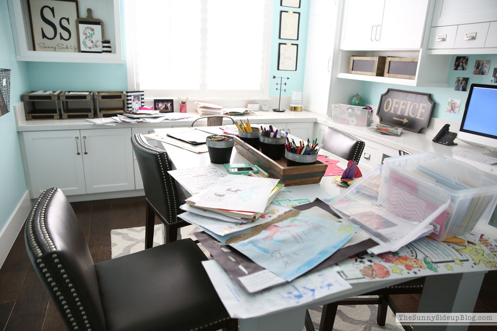 messy-craft-room