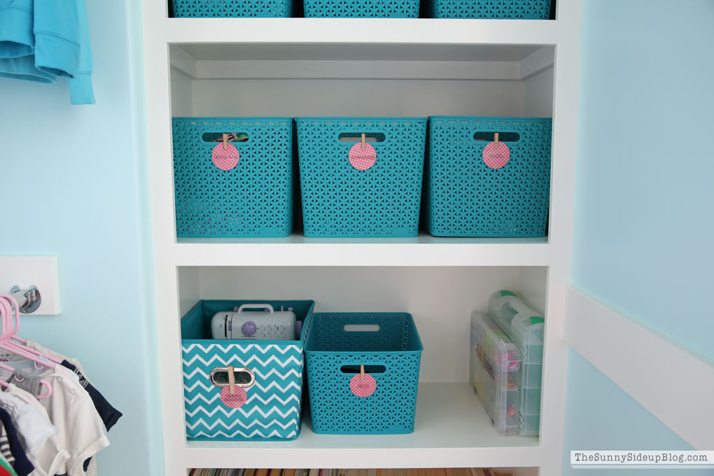organized-closet-baskets