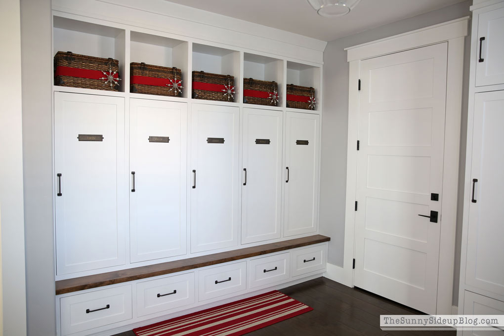 organized-mudroom-lockers-3