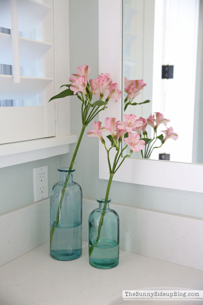 blue-vases-pink-flowers