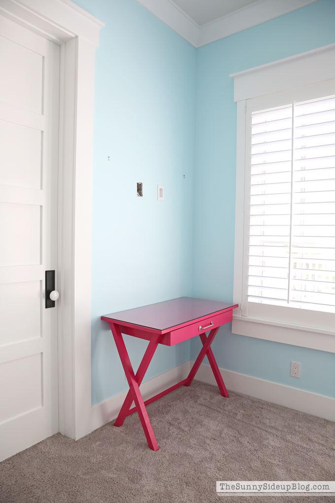 girls-pink-desk