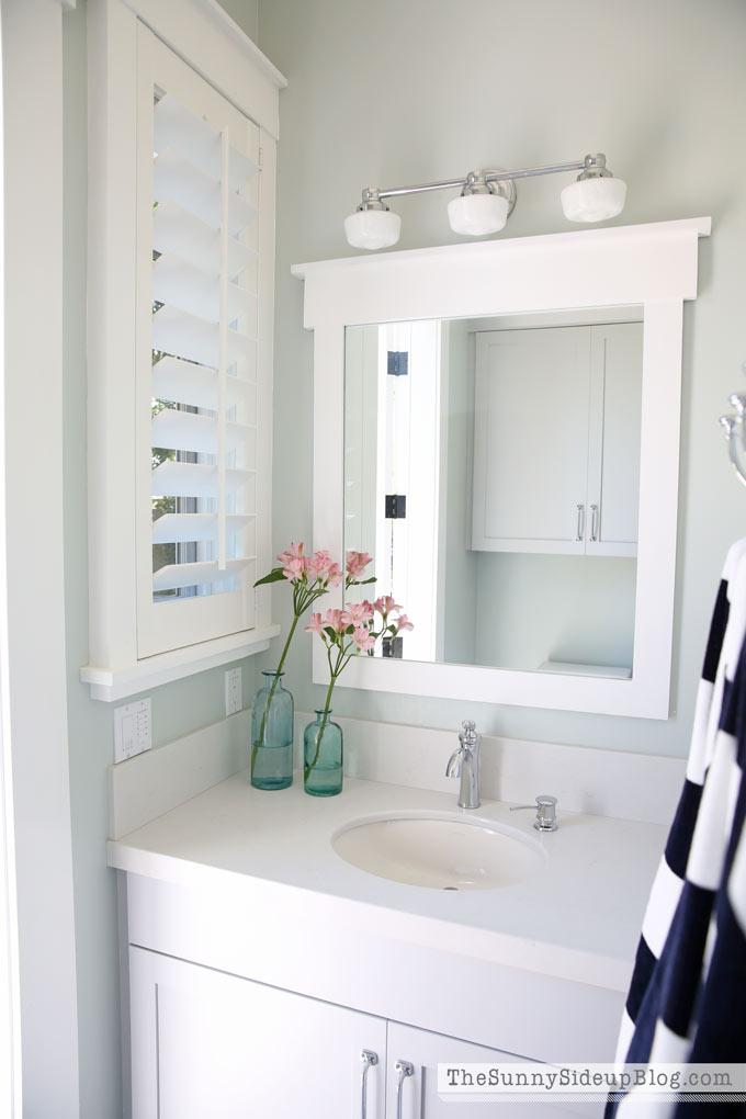 light-and-bright-pool-bathroom