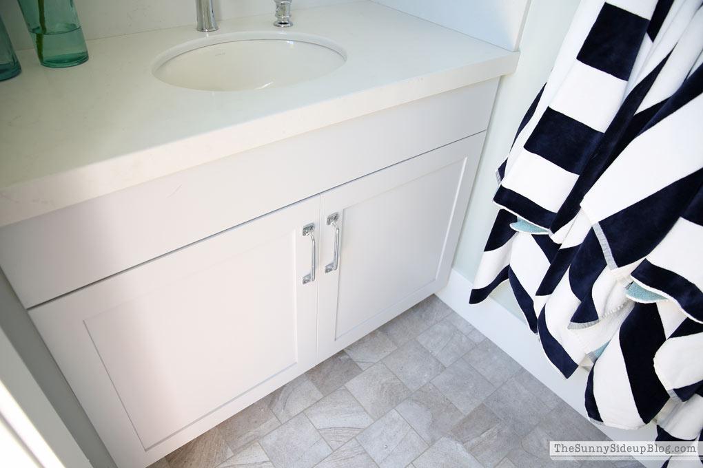 ligth-gray-cabinets