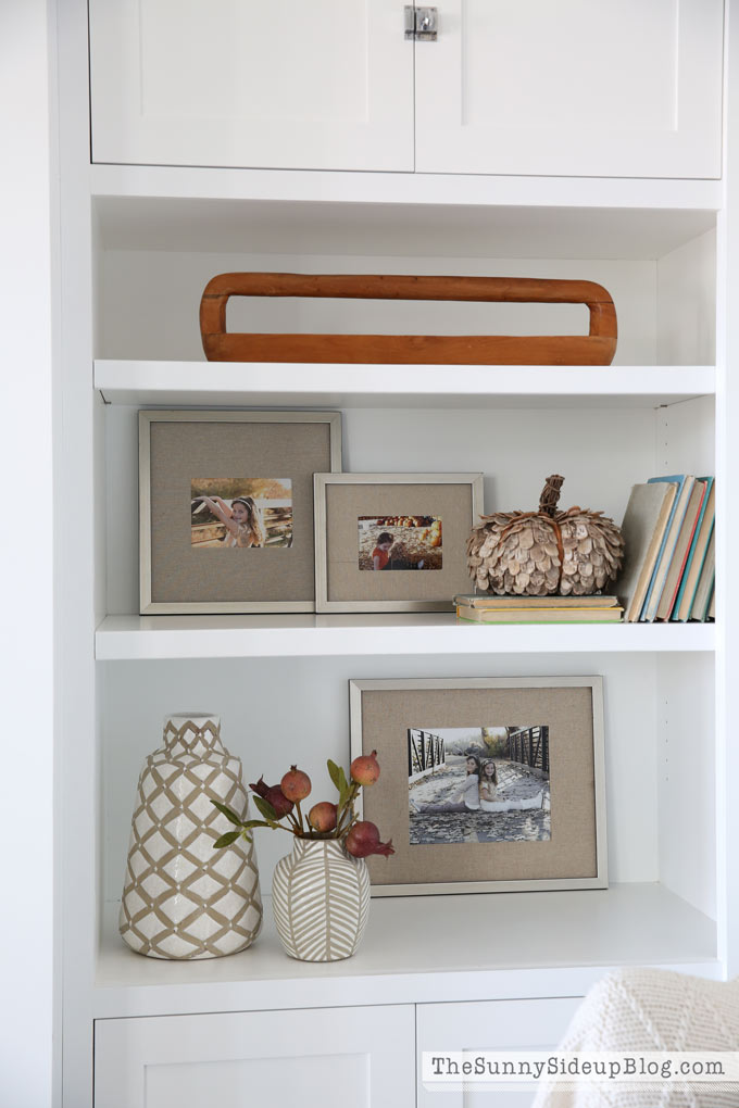 simple-bookcase-styling-for-fall