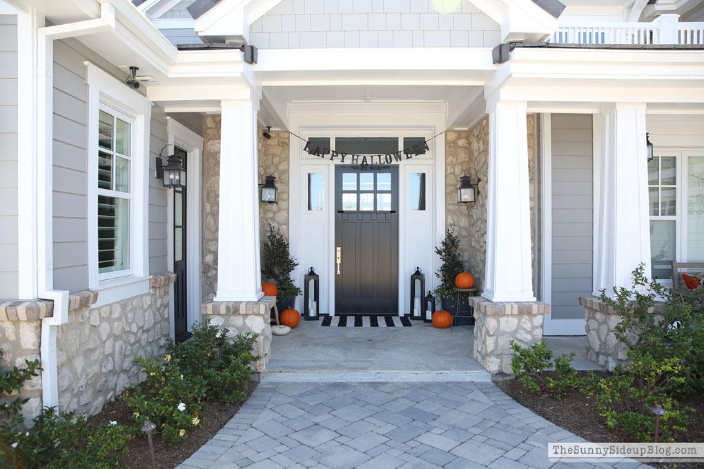 craftsman-coastal-home-with-black-door