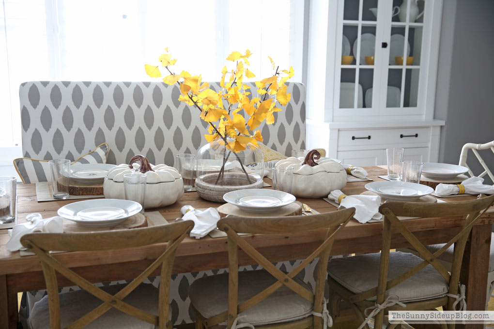 simple-neutral-thanksgiving-table