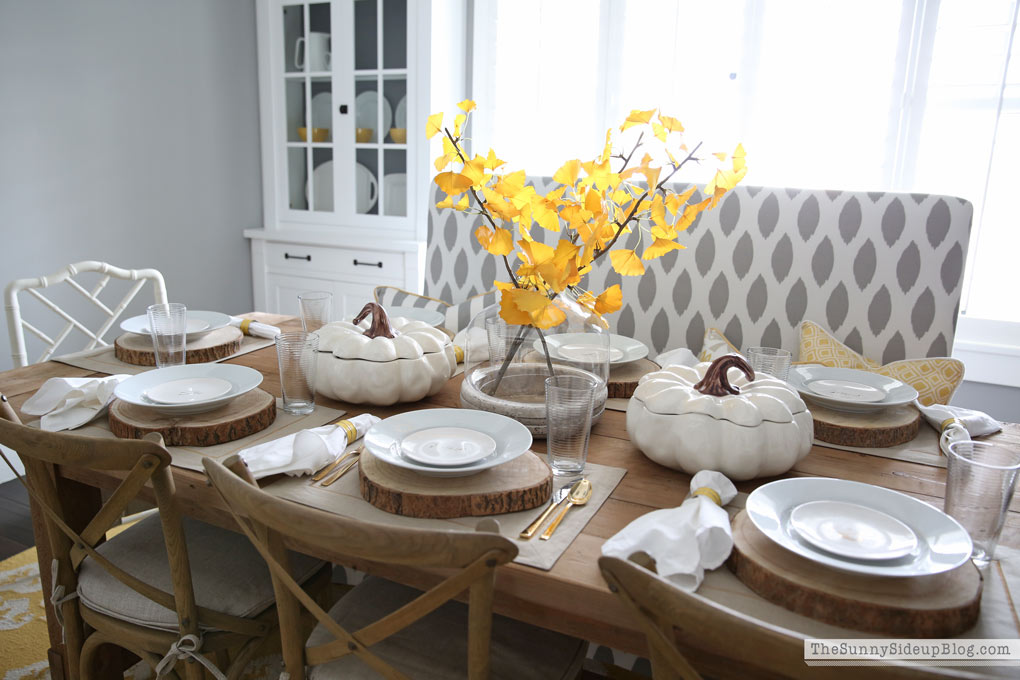 simple-neutral-thanksgiving-tablescape