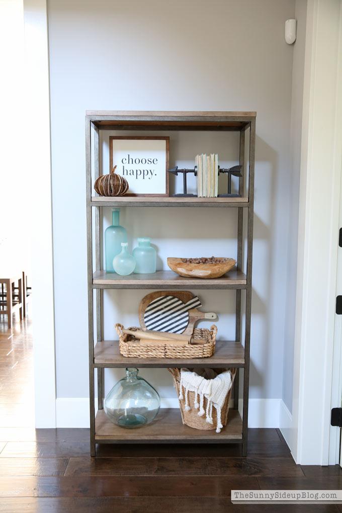 fall-decor-hallway-shelf