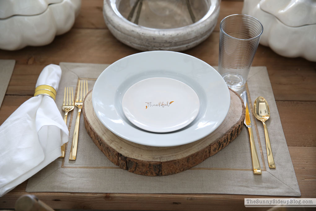 neutral-thanksgiving-tablescape