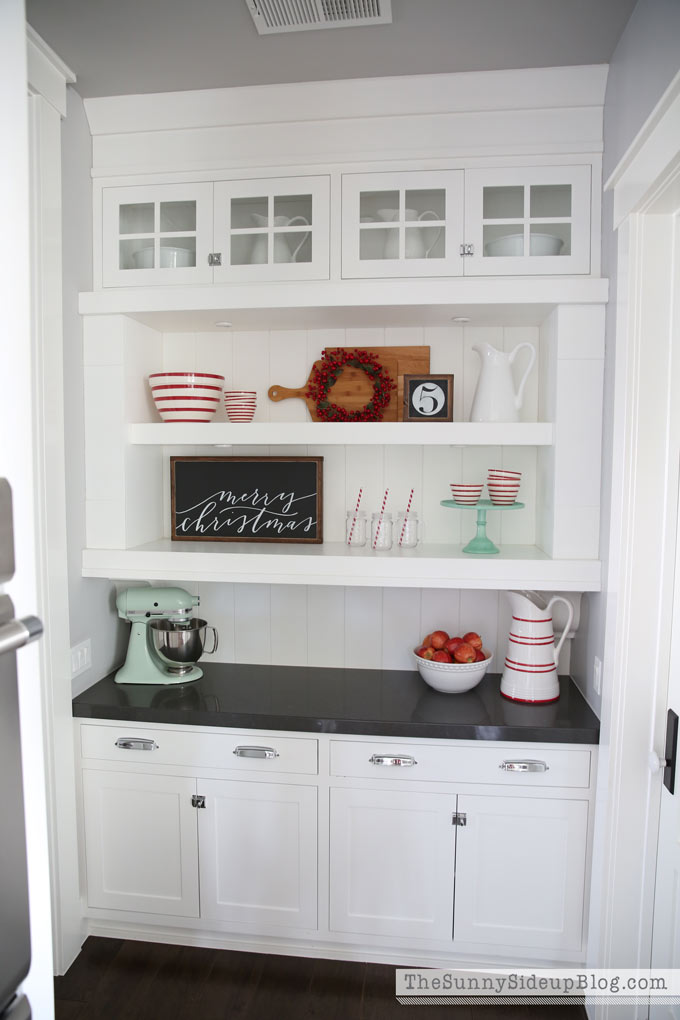 butlers-pantry-christmas-decor