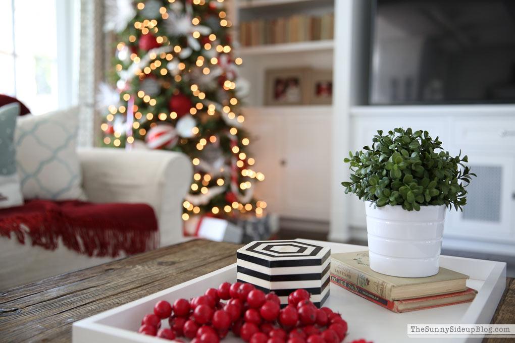christmas-coffee-table-decor