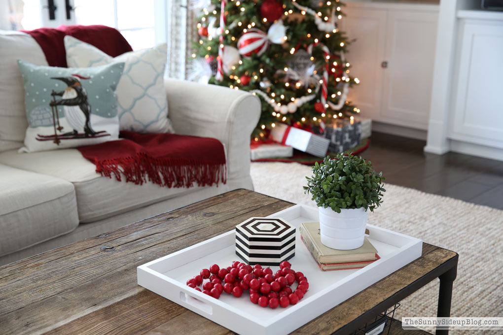 christmas-coffee-table-tray-styling