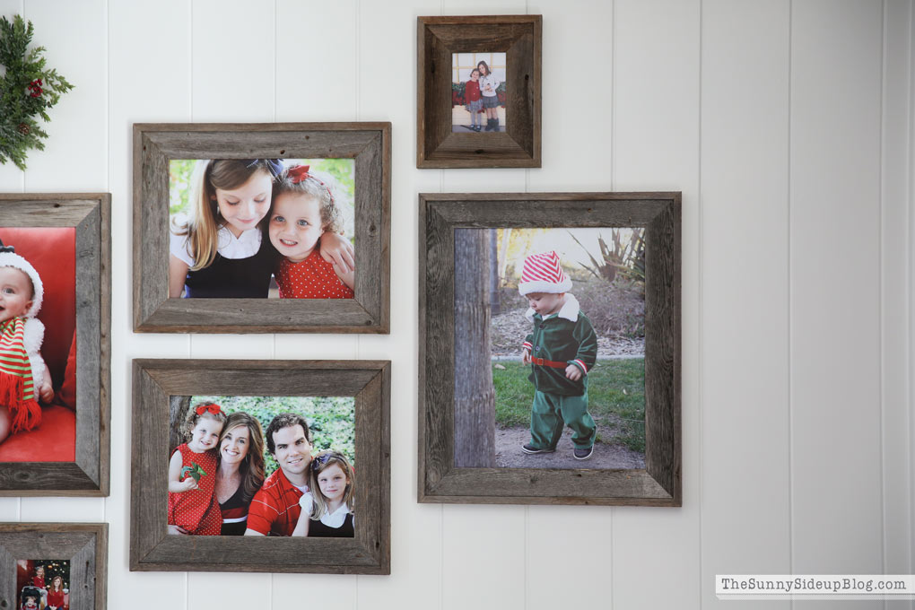 christmas-family-pictures-gallery-wall