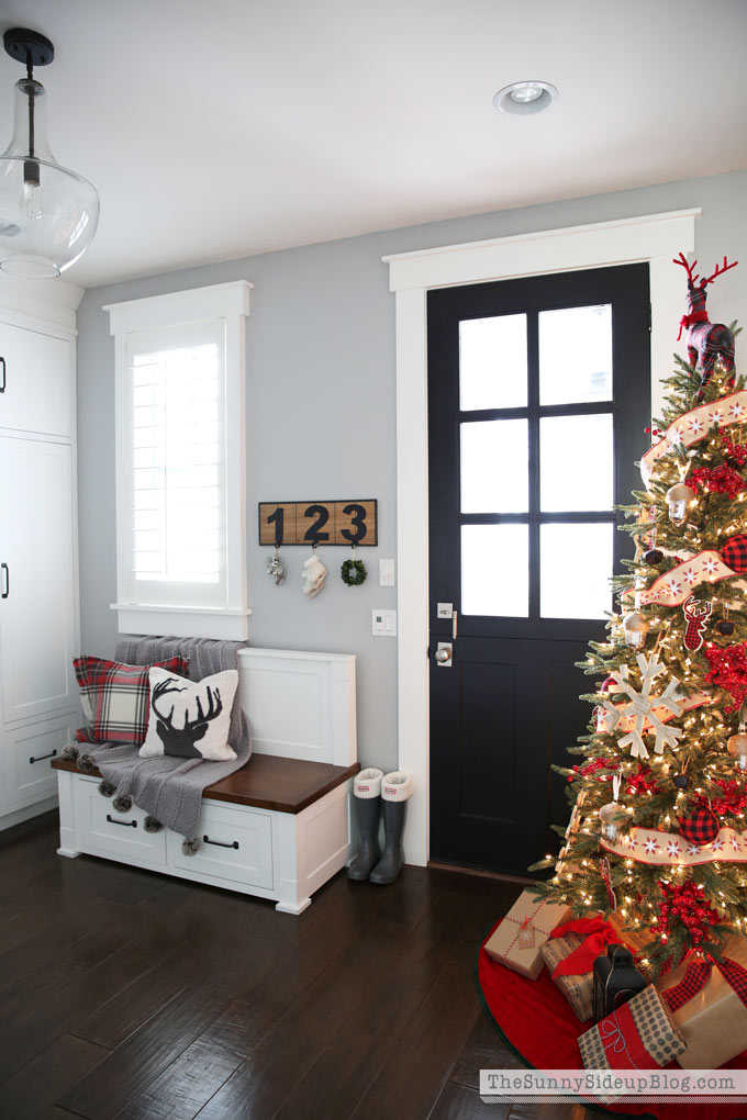 christmas-in-the-mudroom