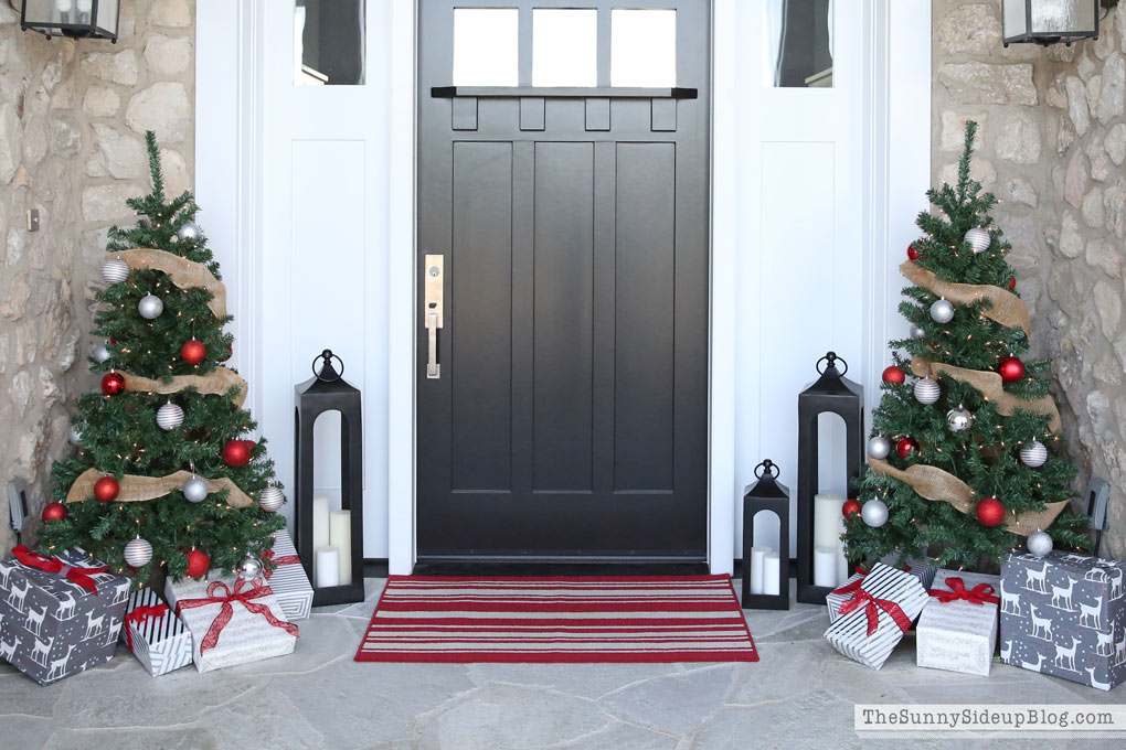 christmas-red-striped-rug
