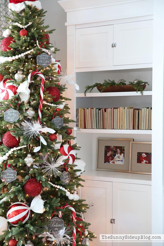 christmas-shelf-decor