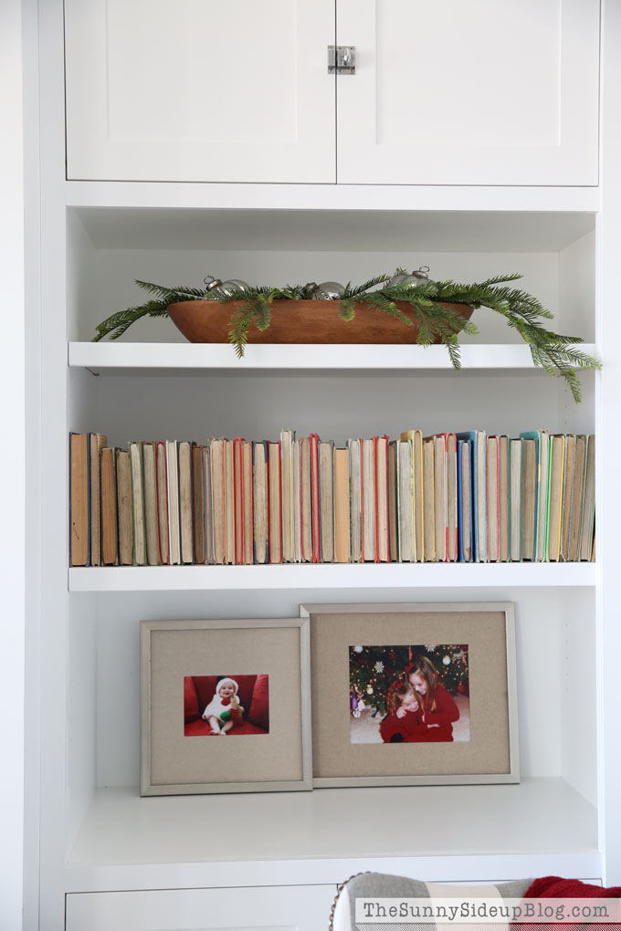 christmas-shelf-styling