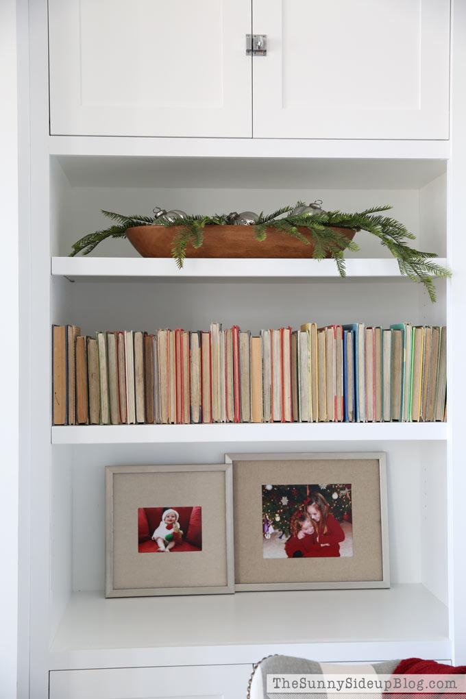 christmas-shelf-styling