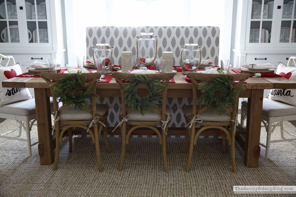 christmas-tablescape-wood-table-sunny-side-up