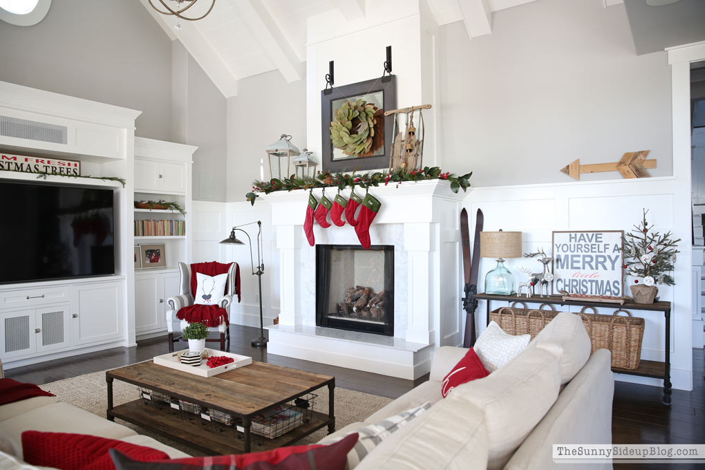 family-room-christmas-decor