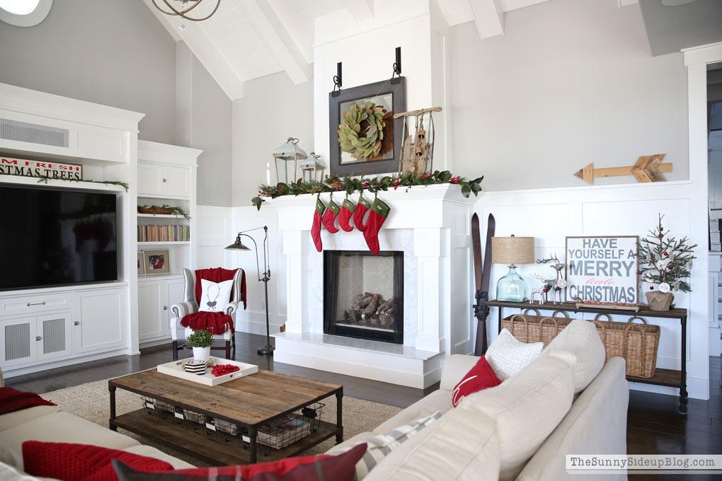 family-room-christmas-decor