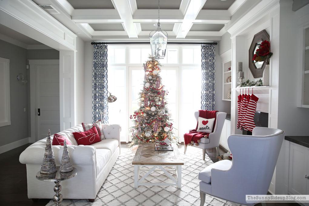 formal-living-christmas-sunny-side-up-7