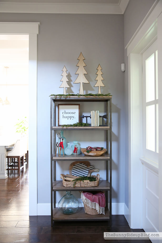 hallway-christmas-shelf-decor-2