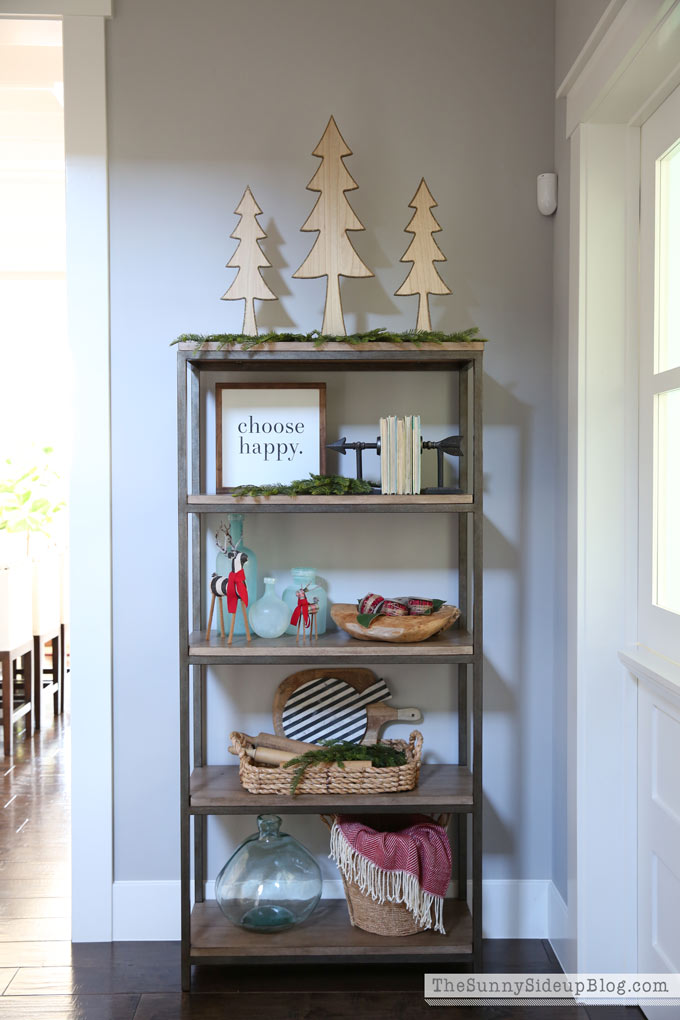 hallway-christmas-shelf-decor