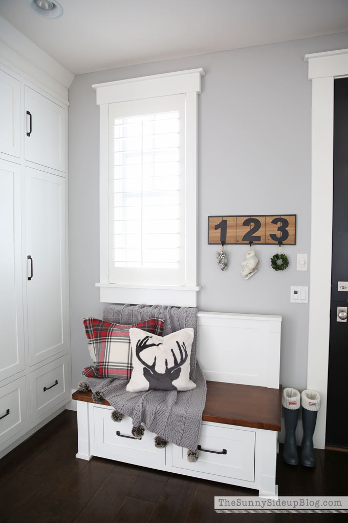 mudroom-bench-christms-decor