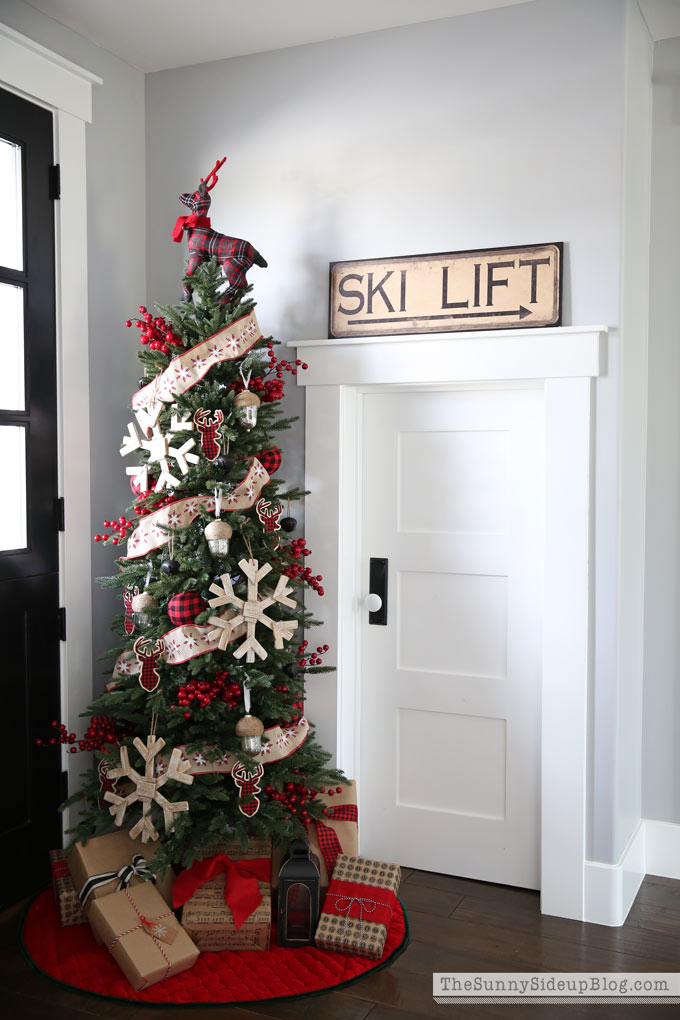 mudroom-christmas-tree