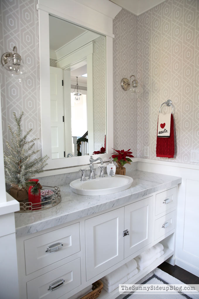 Christmas Powder Bathroom (12 Days of Holiday Homes) - The ...
