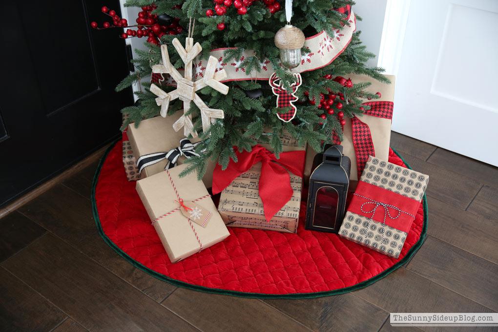 red-christmas-tree-skirt