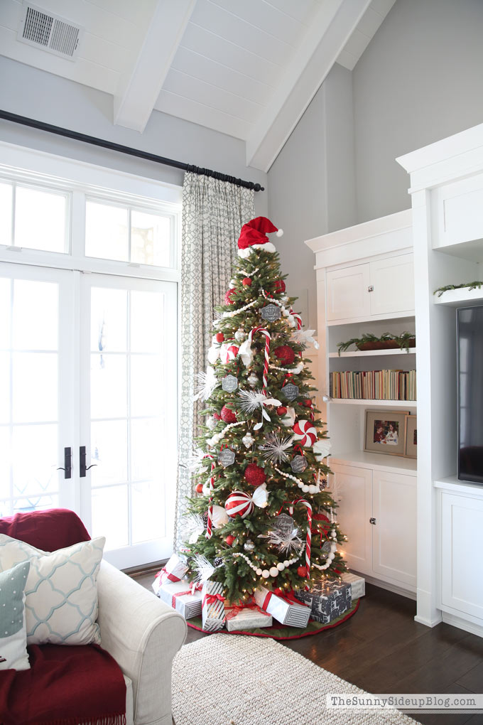 santa-hat-christmas-tree