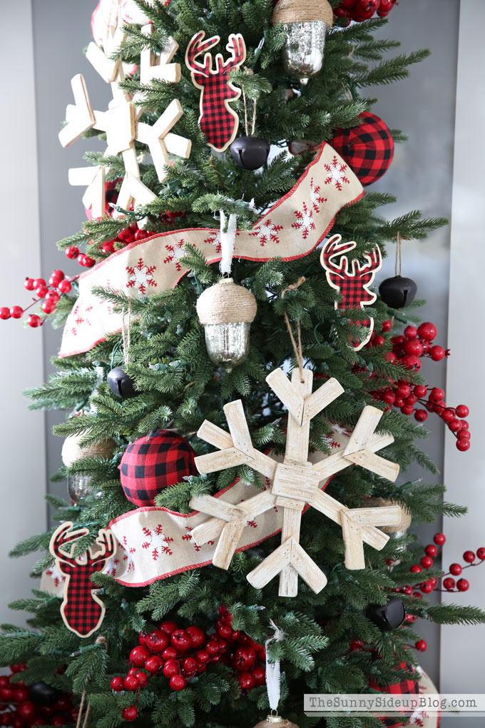 snowflake-and-plaid-christmas-tree