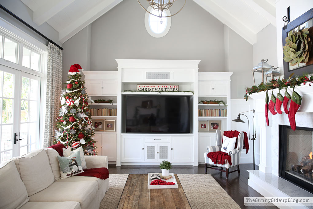sunny-side-up-christmas-family-room
