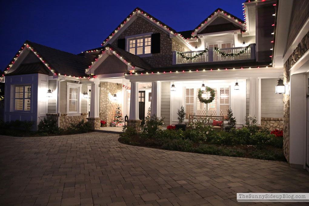 sunny-side-up-craftsman-home-christmas-lights