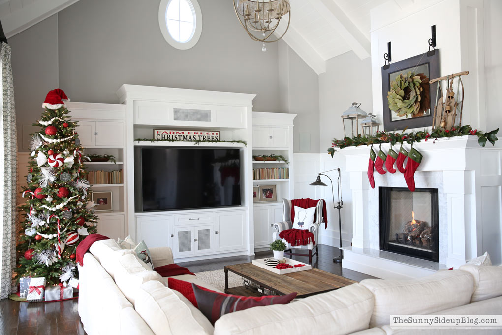 sunny-side-up-family-room-christmas
