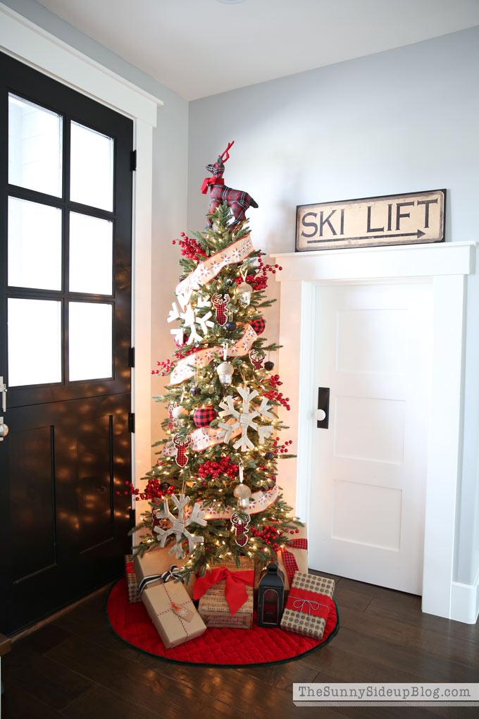 sunny-side-up-mudroom-christmas-tree