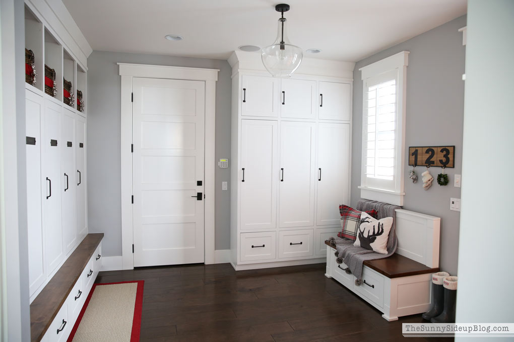 sunny-side-up-mudroom-for-christmas