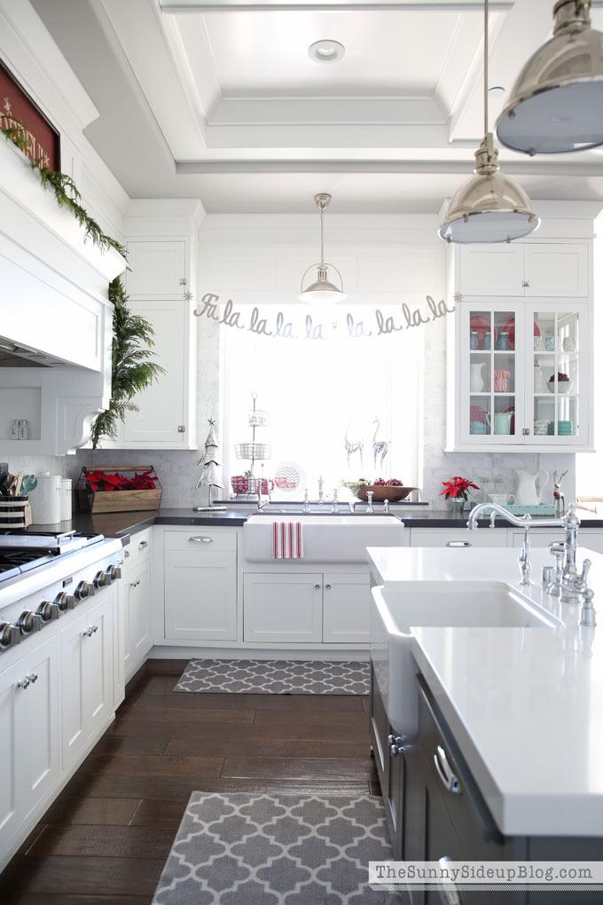 white-farmhouse-sink