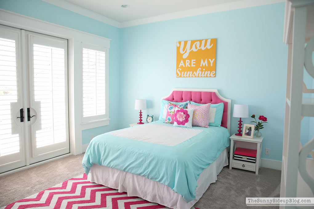 Pink And Aqua Blue Preteen Girlu0027s Bedroom