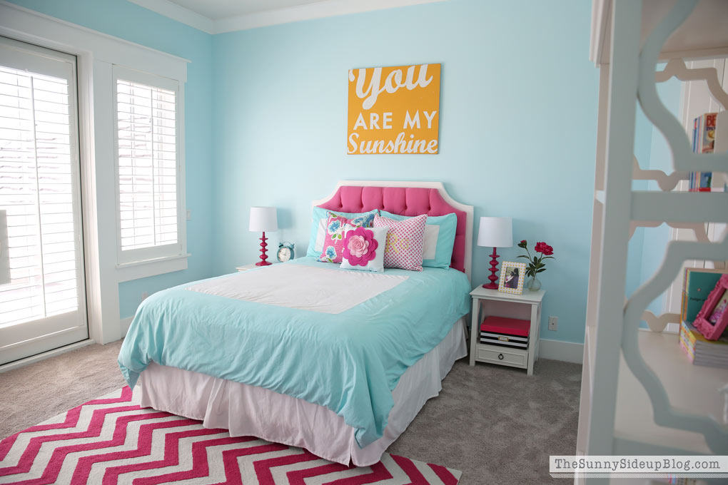 Pink and aqua blue preteen girls bedroom for Pink and blue bedroom