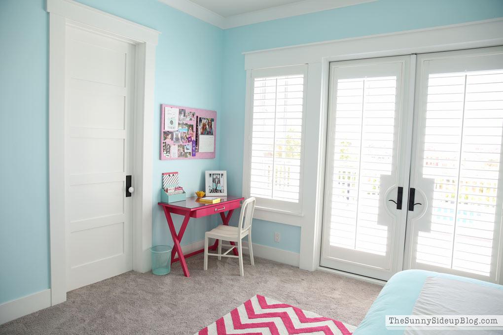 Pink And Aqua Blue S Bedroom