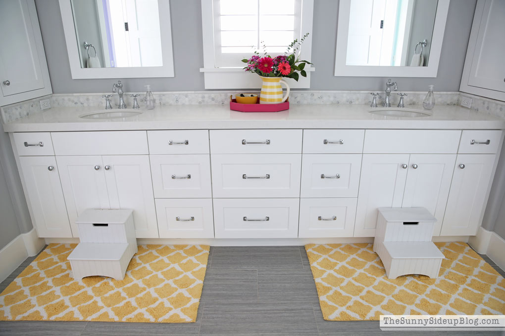 Girls 39 bathroom organized drawers the sunny side up blog for Bathroom models photos