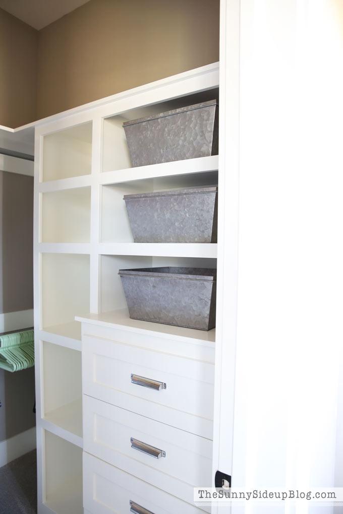 Closet organization (Sunny Side Up)