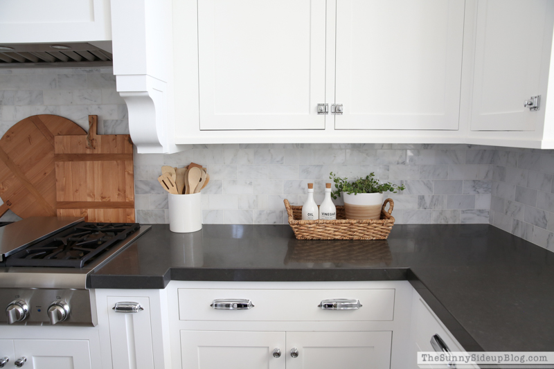 black quartz countertops - fall kitchen decor