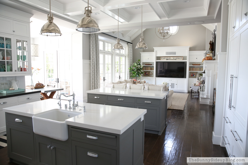 Two islands - farmhouse sink (Sunny Side Up)