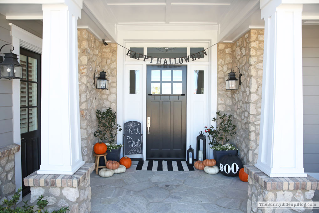 Halloween-porch-decor-craftsman home